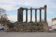 vista frontal del templo